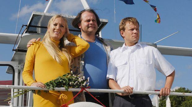 Markus (Markus Majowski, M.) hält sich auf dem Ausflugsdampfer von Kapitän Ma...