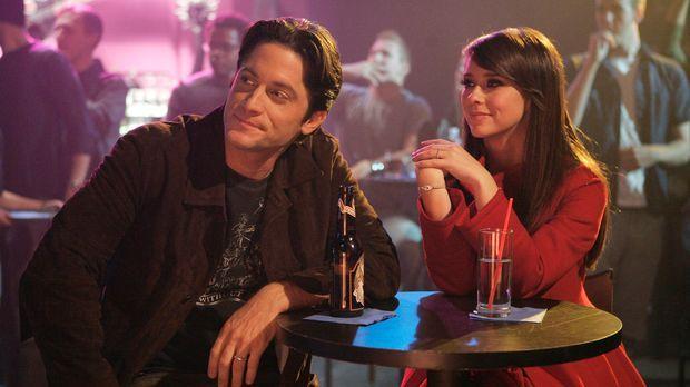 Melinda (Jennifer Love Hewitt, r.) und Jim (David Conrad, l.) amüsieren sich...