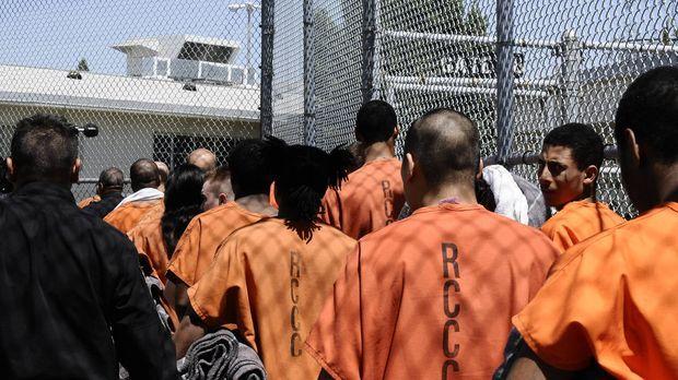 Lockdown wirft einen Blick hinter die Mauern des Sacramento County Jail in de...