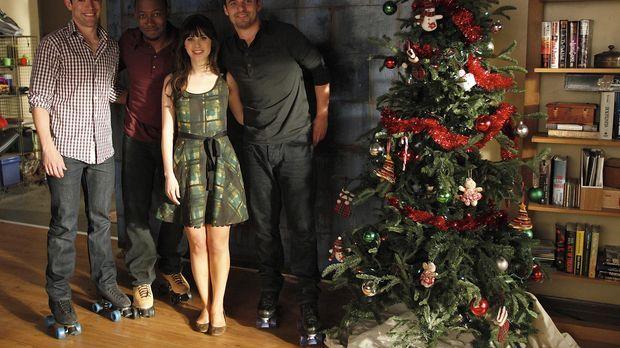 Auf die Freunde wartet ein ganz besonderes Weihnachtsfest: (v.l.n.r.) Schmidt...