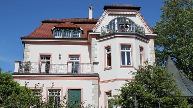 Villa_kaufen_Park_Fotolia-JiSign_64829891