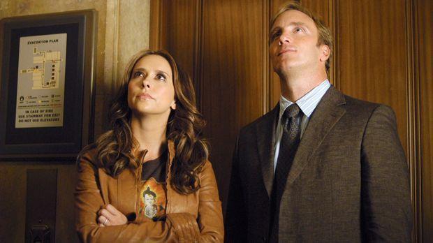Professor Rick Payne (Jay Mohr, r.) erzählt Melinda (Jennifer Love Hewitt, l....
