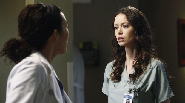 Während Derek Meredith dazu drängt, wieder mit ihm in der Neurochirurgie zu a...