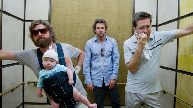 Hangover - Bräutigam Doug beschließt mit seinen drei Trauzeugen Phil (Bradley...