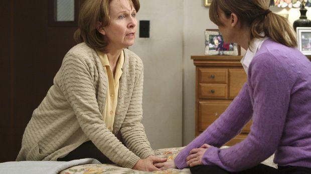 Meredith (Ellen Pompeo, r.) wird darüber informiert, dass ihre Mutter Ellis (...