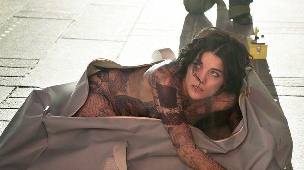 Eines Tages erwacht eine splitterfasernackte Frau (Jaimie Alexander) auf dem...