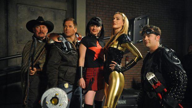 Navy CIS - Superhelden: (v.l.n.r.) Tom Ventura (Tom Lind), Tony (Michael Weat...