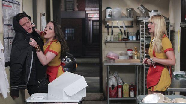 Dass Cronuts besser sein sollen als Cupcakes wollen Caroline (Beth Behrs, r.)...