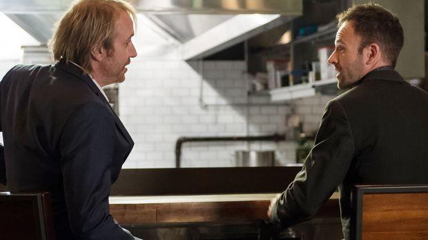 Ein neuer Fall bringt Sherlock Holmes (Jonny Lee Miller, r.) und seinen Brude...
