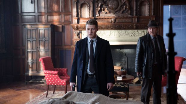 Die Suche nach Ogre geht weiter: Gordon (Ben McKenzie, l.) und Bullock (Donal...