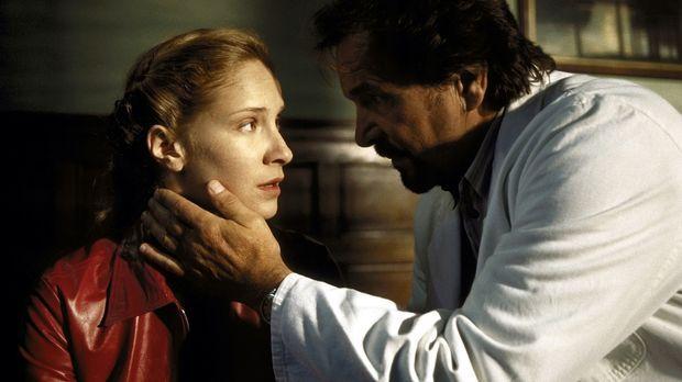 Um einen Vergewaltiger und Frauenmörder aufzuspüren, greift der Psychiater Dr...