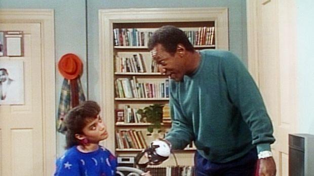Cliff (Bill Cosby, r.) kann nicht verstehen, wie Denise (Lisa Bonet, l.) Haus...
