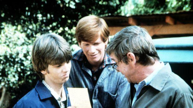 Stolz ist John Walton (Ralph Waite, r.) auf seinen Sohn Jim Bob (David W. Har...