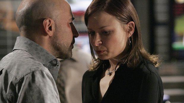 Chloe O'Brian (Mary Lynn Rajskub, r.) wird von ihrem Ex-Mann Morris (Carlo Ro...