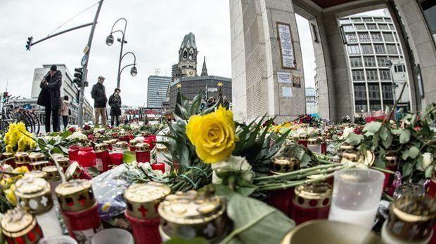 Blumen- und Kerzenmeer am Breitscheidplatz
