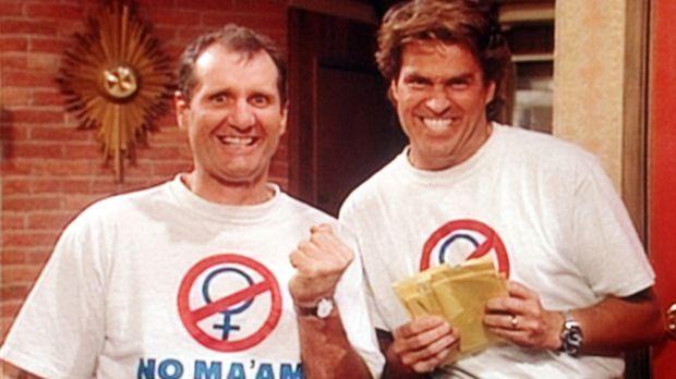 Al (Ed O'Neill, l.) und Jefferson (Ted McGinley, r.) freuen sich über den Erf...