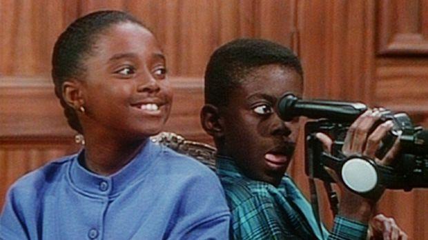 Rudy (Keshia Knight Pulliam, l.) und Kenny (Deon Richmond, r.) filmen Clair b...