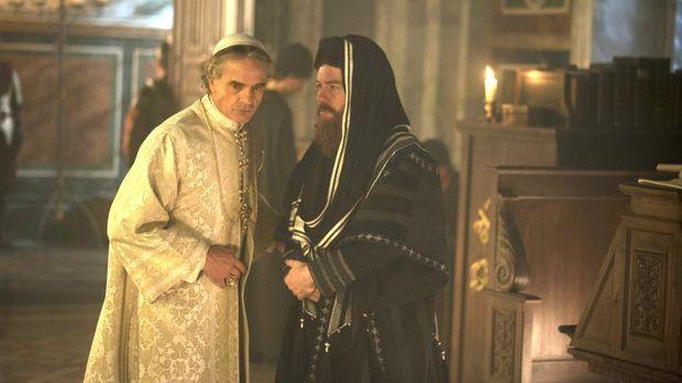 Papst Alexander (Jeremy Irons, l.) gelingt es, sich mit der jüdischen Gemeind...