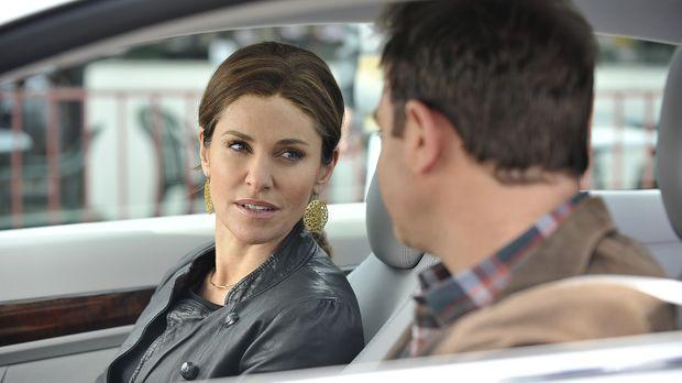 Während Violet (Amy Brenneman, l.) um ihre Zulassung als Ärztin bangen muss,...