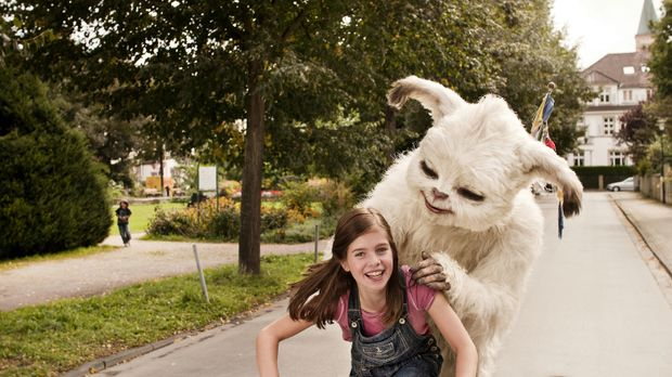 Pia (Jamie Bick) ist total klar, dass sie den kleinen Yeti mit seinen überird...