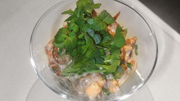 Krabbencocktail aus frischen Nordseekrabben mit Champion- Pfirsich Dressing u...