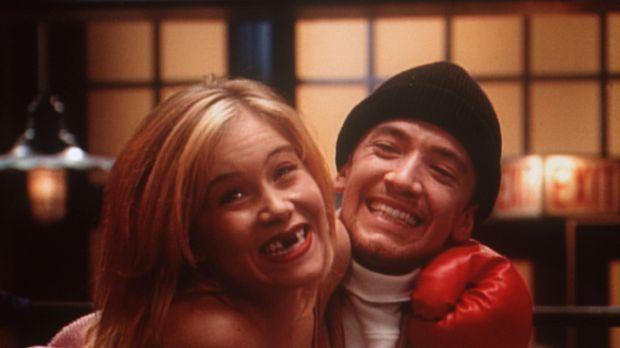 Bud (David Faustino, r.) ist sich sicher, dass Kellys (Christina Applegate, l...