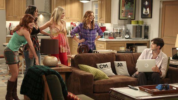 Als Jenny (Amber Tamblyn, 2.v.r.) mit ihren Freundinnen Sarah (Tara Perry, l....