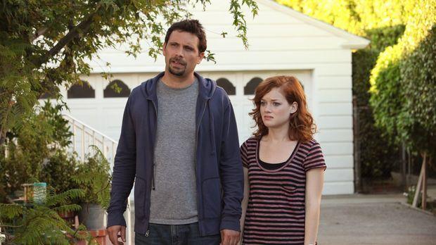 Tessa (Jane Levy, r.) und George (Jeremy Sisto, l.) stellen sich dem Feind: n...