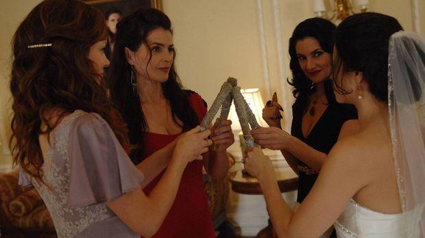 Während Joanna (Julia Ormond, 2.v.l.) und Wendy (Mädchen Amick, 2.v.r.) das B...