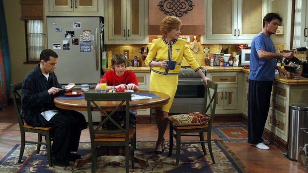 Ärger steht ins Haus: Charlie (Charlie Sheen, r.), Alan (Jon Cryer, l.), Jake...