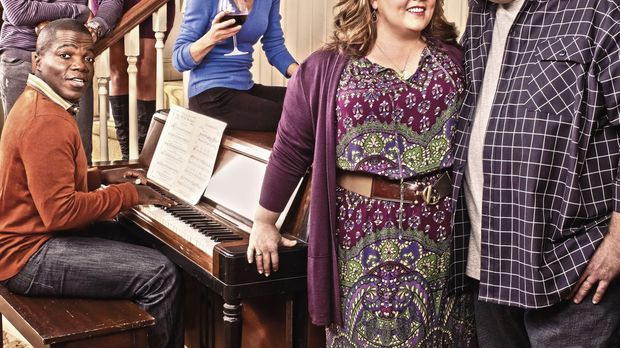 (4. Staffel) - MIKE & MOLLY: Samuel (Nyambi Nyambi, hinten l.), Carl (Reno Wi...