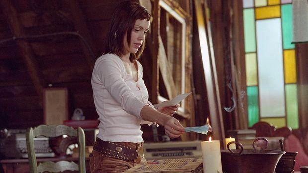 Phoebe (Alyssa Milano) spürt, dass mit Cole etwas nicht stimmt, und fragt sic...