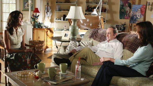 Morty (Bob Newhart, M.) und Sophie (Lesley Ann Warren, r.) versuchen Susan (T...