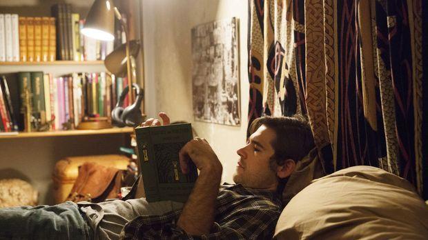 Fasziniert von allem, was mit Magie zu tun hat, sucht Quentin Coldwater (Jaso...