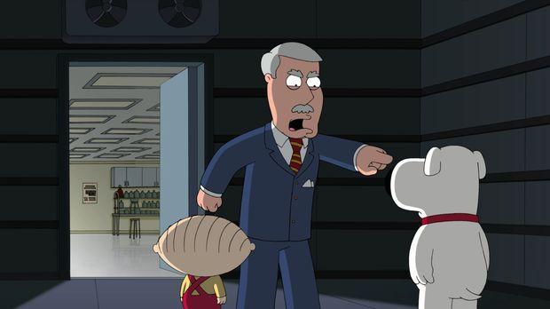 Brian (r.) und Stewie (l.) vermuten, dass Carter (M.) durch einen Doppelgänge...