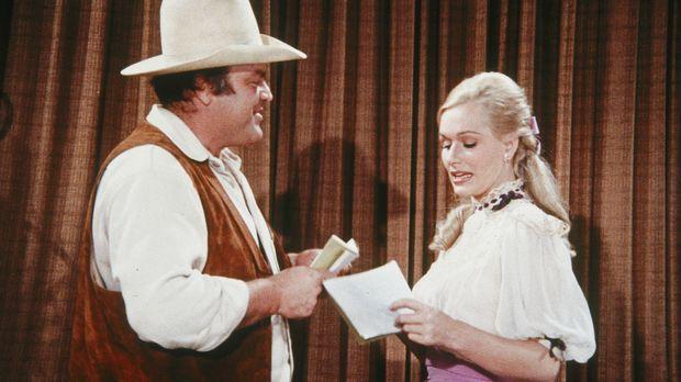 Die berühmte Schauspielerin Lotta Crabtree (Sally Kellerman, r.) macht auf ih...