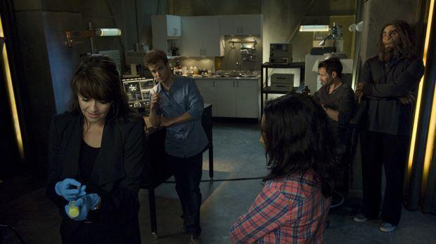 Ausgerechnet jetzt müssen Helen (Amanda Tapping, l.), Will (Robin Dunne, 2.v....