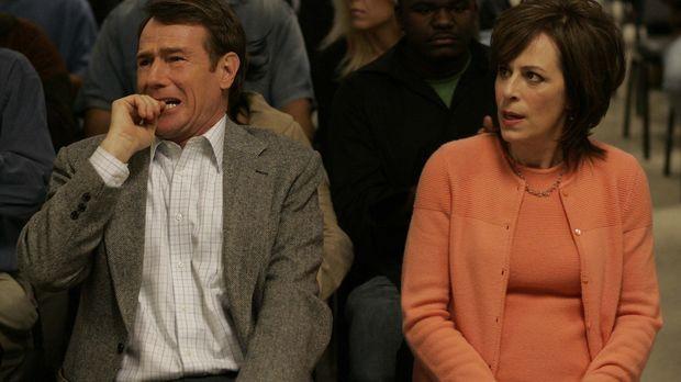 Lois (Jane Kaczmarke, r.) und Hal (Bryan Cranston, l.) besuchen Francis, um m...
