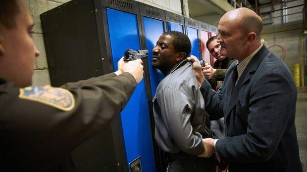 Selbst nachdem Donald (M.) von der Polizei in Gewahrsam genommen wird, kann D...