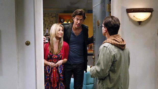 Leonard (Johnny Galecki, r.), Howard, Sheldon und Raj wollen auf dem Dach ein...