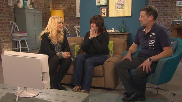 Manuela (M.) und Michael (r.) vermissen ihre Schwester Kirsten. Als Baby wurd...