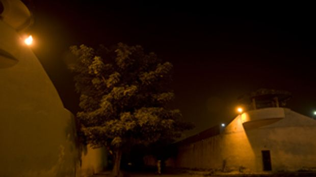Lockdown blickt hinter die Mauern des Tihar-Gefängnisses in Neu Delhi, in dem...