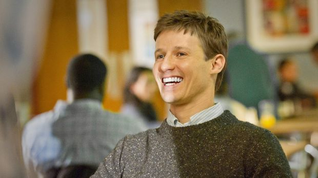 Noch hat Jamie Reagan (Will Estes) gut Lachen ... © 2011 CBS Broadcasting Inc...