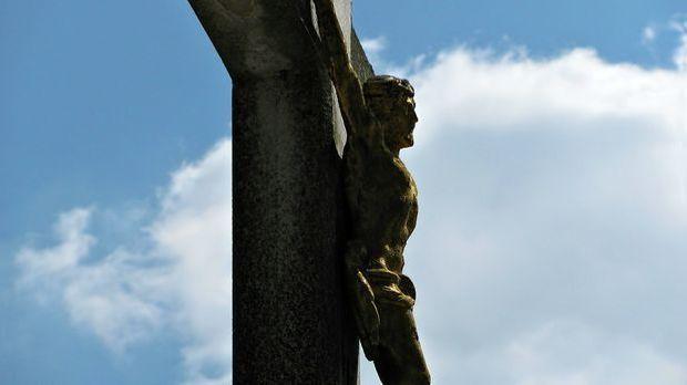 Der gekreuzigte Jesus ist ein zentrales Symbol im Christentum.