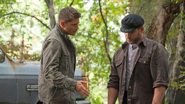 Als Dean (Jensen Ackles, l.) seinen Kumpel Benny (Ty Olssen, r.) zur Rede ste...