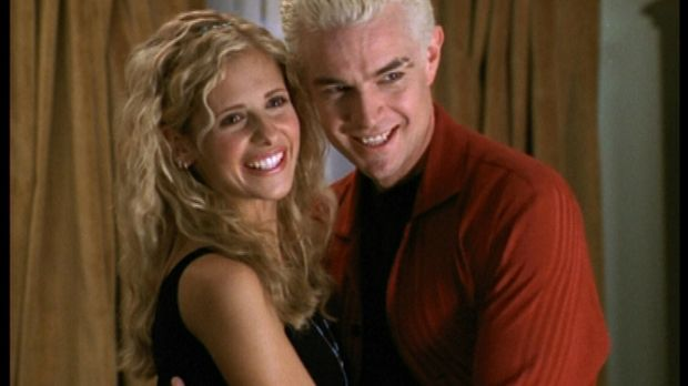 Buffy (Sarah Michelle Gellar, l.) und Spike (James Marsters) sind frisch verl...