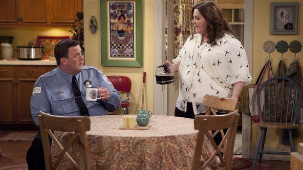 Die Freunde von Mike (Billy Gardell, l.) und Molly (Melissa McCarthy, r.) pla...