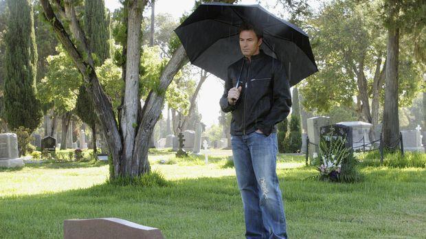 Violet rät Pete (Tim Daly) am Todestag seiner Frau deren Grab zu besuchen, um...