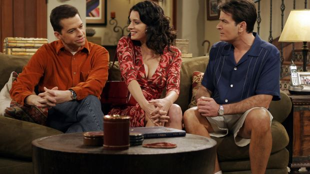 Jamie (Paget Brewster, M.), die beruflich in der Stadt ist, besucht Alan (Jon...