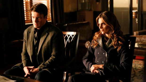 Castle (Nathan Fillion, l.) und Beckett (Stana Katic, r.) stecken mitten in d...
